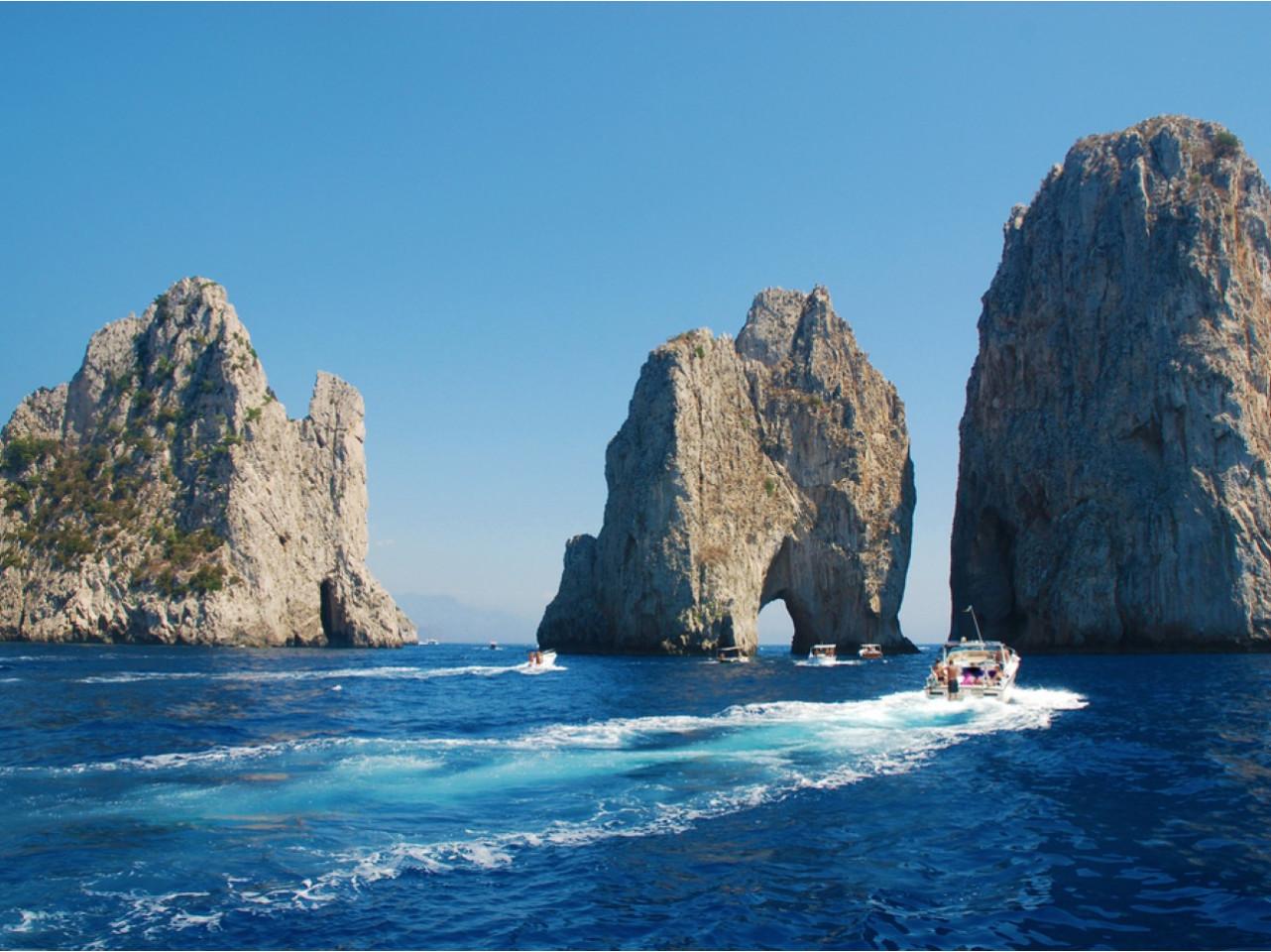 Escursione barca Capri| Tour barca Capri|Visitare Capri in barca