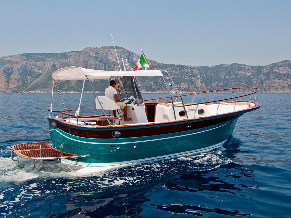 Pupa Gozzo Aprea 32 | Noleggio gozzo privato Costiera Amalfitana