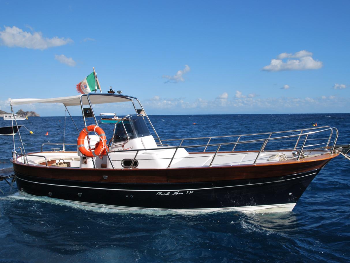 Zio Tore Gozzo Aprea 7,50 | Amalfi Coast private gozzo rental
